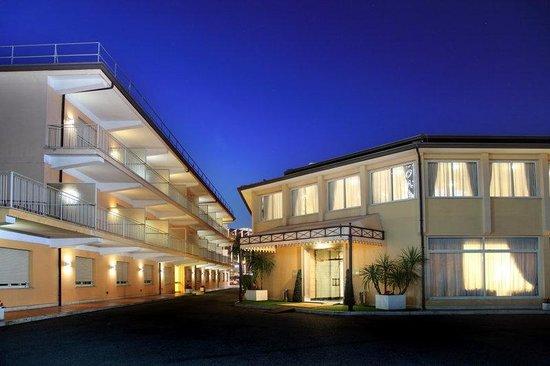 Cristoforo Colombo Hotel: Exterior