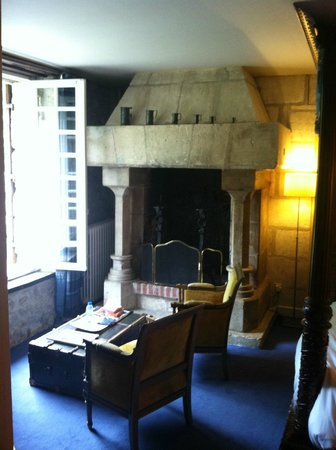 Le Moulin du Roc : lovely old fireplace and four poster bed with window open to hear the sounds of water