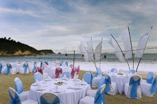 Camino Real Zaashila: Banquet on the beach