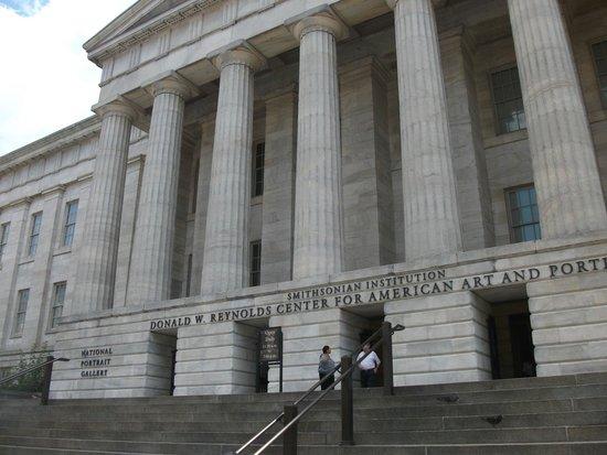 National Portrait Gallery : Facade
