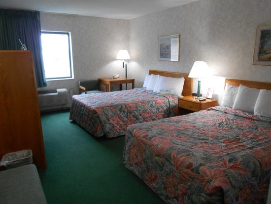 Days Inn Alpena: Two double beds