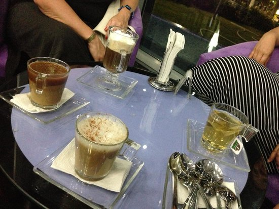 Hotel Riu Palace Peninsula: late night coffee and tea before we called it a night