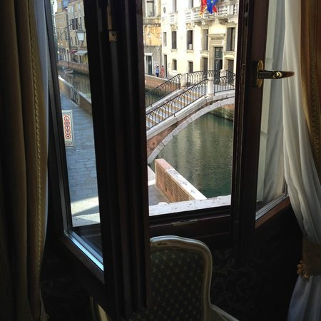 Palazzo Guardi: The view of the bridge and canal out our window