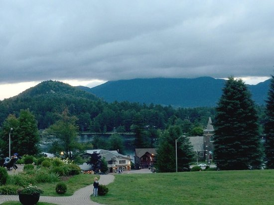 Crowne Plaza Lake Placid: View from my room... That's my real picture. Gorgeous... Get the lake view.