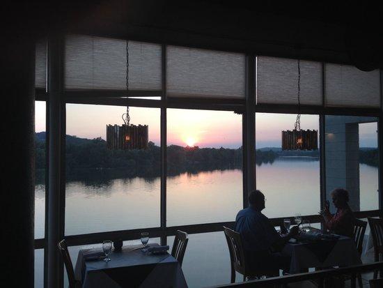 1011 Bistro : Sunset during dinner