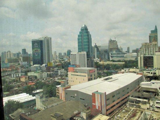 Ramada D MA Bangkok : View from pool area