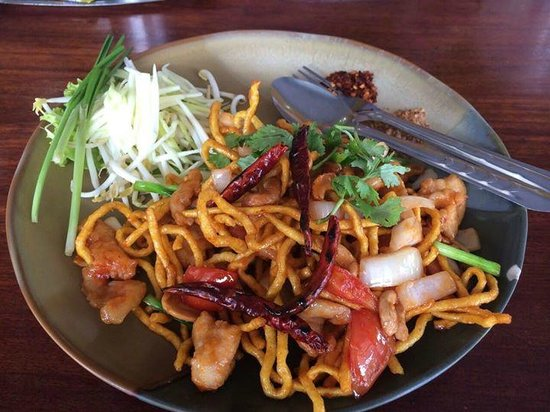 Uptown Restaurant : Fried noodles with chicken