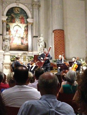 Interpreti Veneziani : A melodious baratone solo