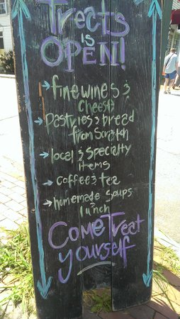 Treats of Maine : Signage