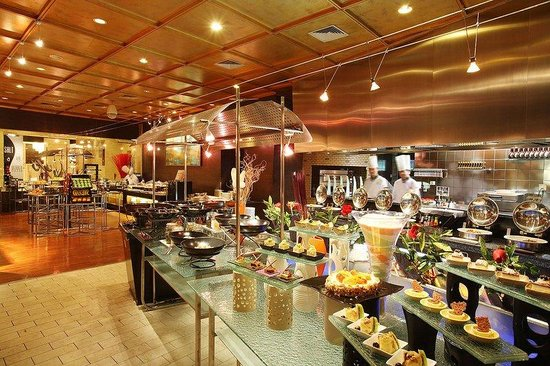 Holiday Inn Central Plaza: Buffet