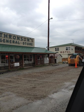 Thronson's General Store and Motel : he general store