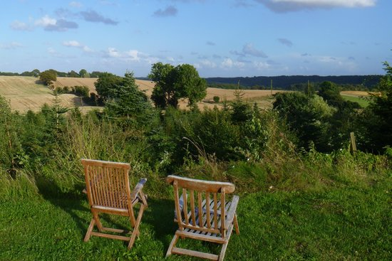Ravning Bed and Breakfast: If we had more sun I would have spent much more time in these chairs!