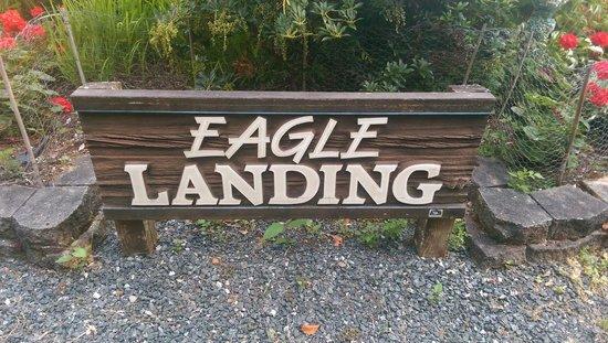 Eagle Landing Bed and Breakfast: Entrance