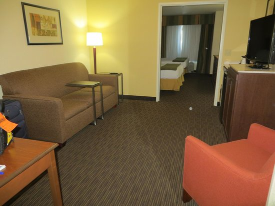 Holiday Inn Express Hotel and Suites Scottsdale - Old Town: Sitting room off bedroom