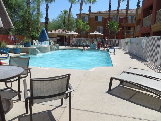 Holiday Inn Express Hotel and Suites Scottsdale - Old Town : Pool area