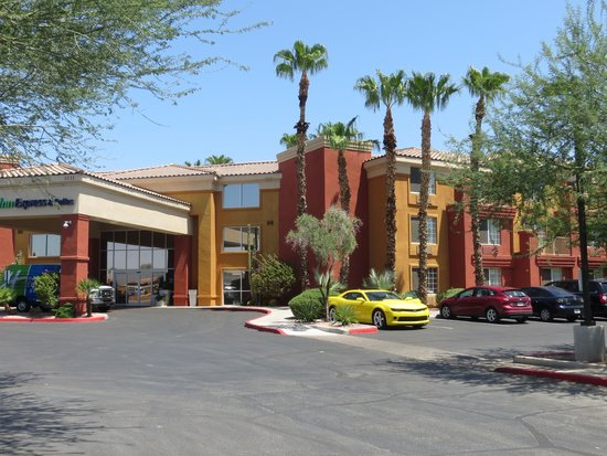 Holiday Inn Express Hotel and Suites Scottsdale - Old Town: Outside of hotel