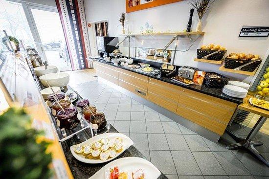 Holiday Inn Express Koln-Mulheim : Get an Express Start with our complimentary breakfast