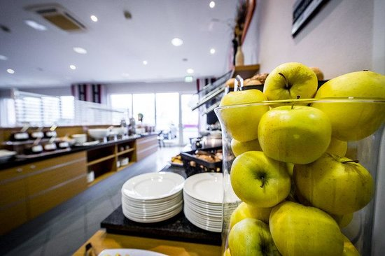 Holiday Inn Express Koln-Mulheim : Start your day with fresh fruit
