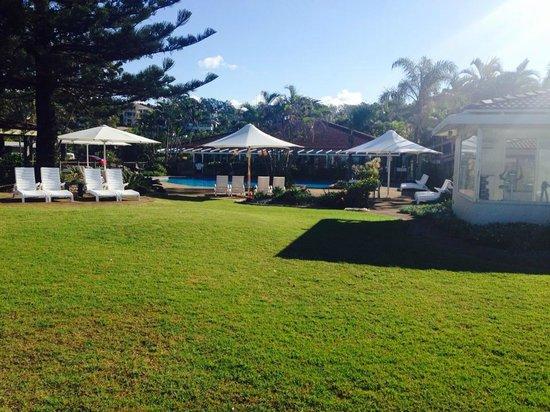Nautilus Beachfront Villas & Spa: more grass area