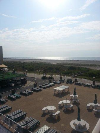 Ocean Holiday Motor Inn: View in the morning.