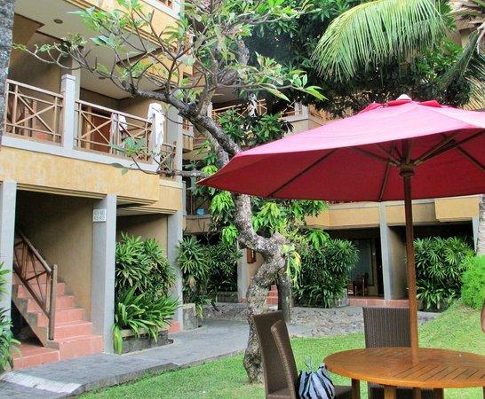 Dewi Sri Hotel : Outside