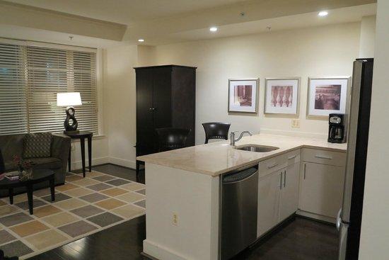 AKA White House: Kitchen / Lounge