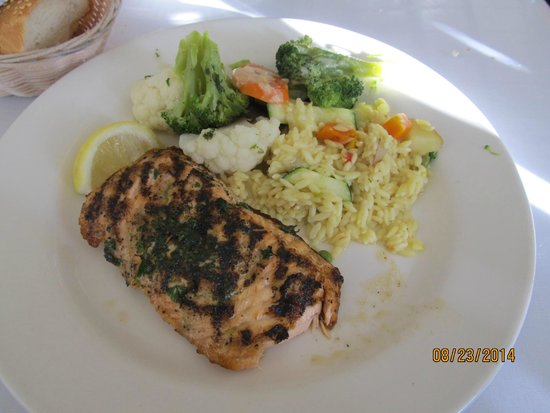 Monterey's Fish House : Grilled Salmon