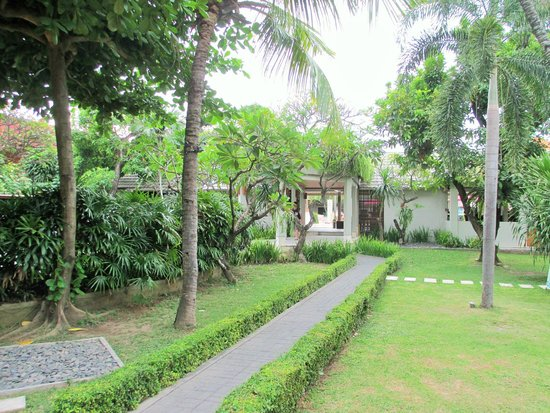 Dewi Sri Hotel: Lovely hotel grounds