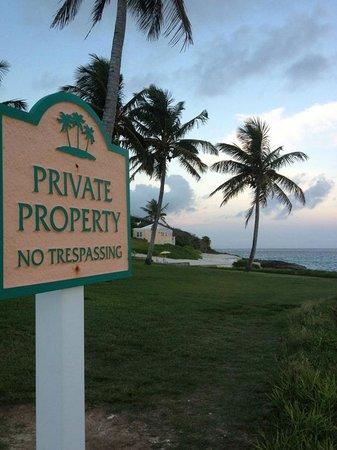 Coco Reef Resort Bermuda: grounds