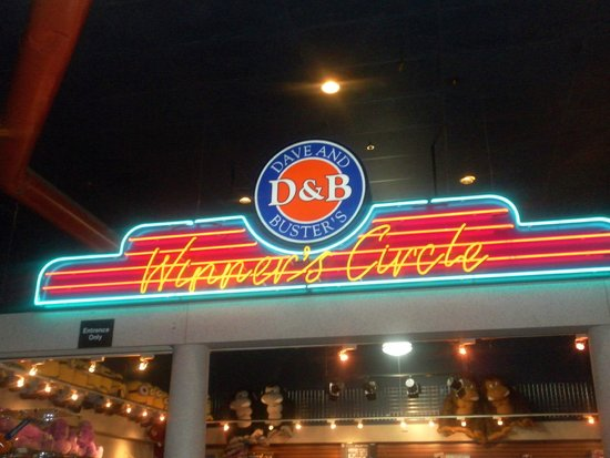 ‪Dave & Buster's - Arcade‬