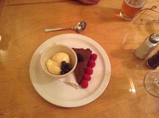 Appenzell Restaurant and Pub: The delicious flour-less chocolate tart with vanilla ice cream