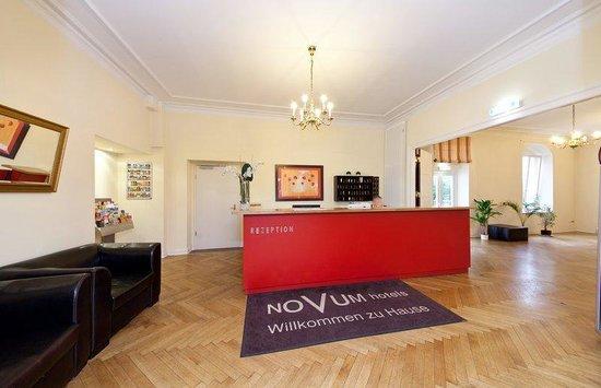 Novum Hotel Holstenwall Hamburg Neustadt: Lobby and Rezeption