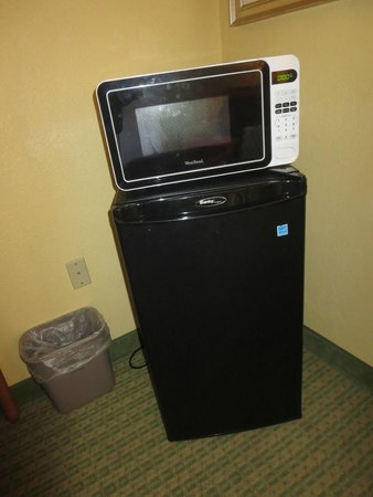 Hampton Inn Tropicana: fridge and microwave requested and provided