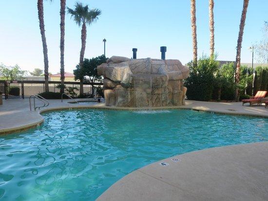Hampton Inn Tropicana: outdoor pool