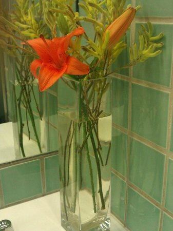 de Young Museum: vases of flowers in the ladies toilets