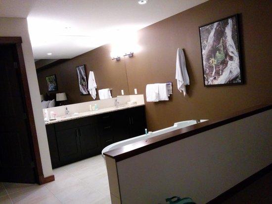 Stoneridge Mountain Resort by CLIQUE: master bedroom