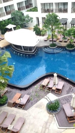 Deevana Plaza Phuket Patong : View of Pool & Bar from Room
