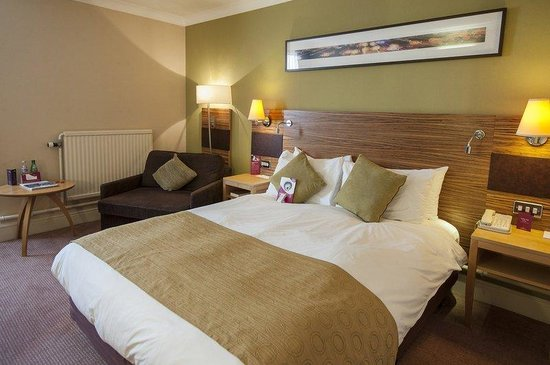Crowne Plaza Chester: Standard Double Bed Guest Room (with sofa chair for child)