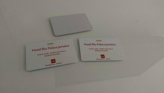Hotel Riu Palace Jamaica: Towel cards for trading in yesterday's towels at the beach