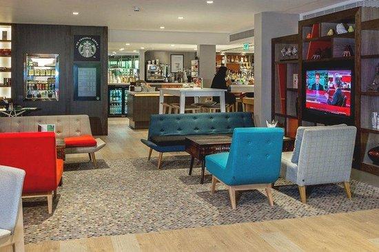 Holiday Inn London - Camden Lock : Lobby Bar