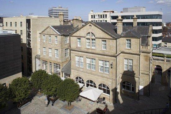 Leopold Hotel: Courtyard Terrace