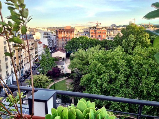 Courtyard Paris Boulogne : Spring in Paris, View from the Rooftop bar *the neighbourhood*