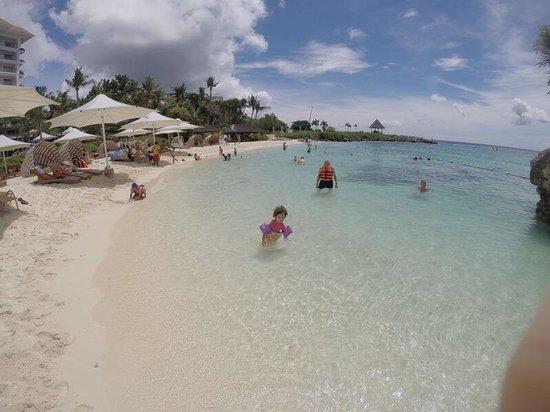 Shangri-La's Mactan Resort & Spa: La playa del hotel