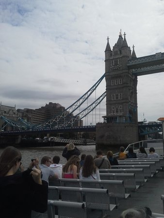 Thames River Boats: Cruising down the Thames