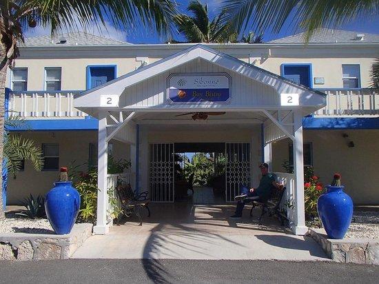 Sibonne Beach Hotel: hotel front