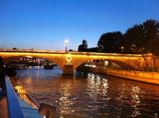 Vedettes du Pont Neuf: Go at night to see the light of Paris transform the city
