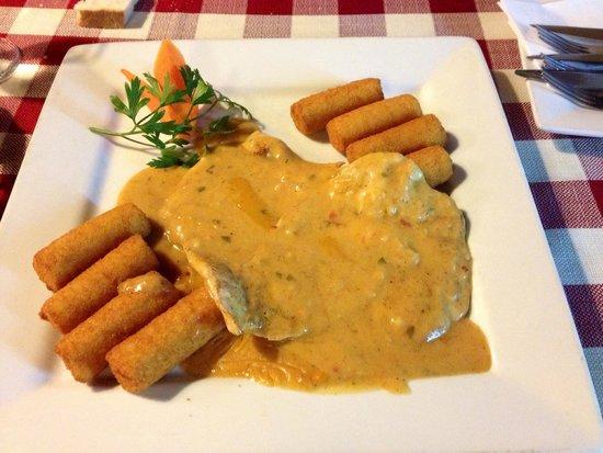 Bohemtanya Etterem: Pollo in salsa piccante con crocchette di patate