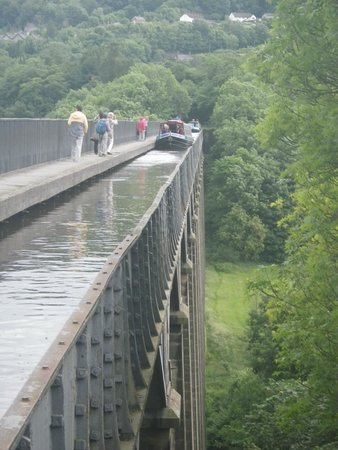 Pontcysyllte Aqueduct: View of narrowboat traversing aqueduct