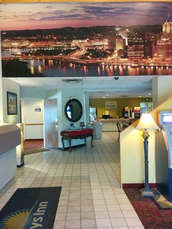 Days Inn by Wyndham Pittsburgh Airport: Entrance