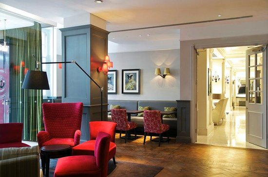 London Bridge Hotel: Quarter Bar & Lounge into Lobby